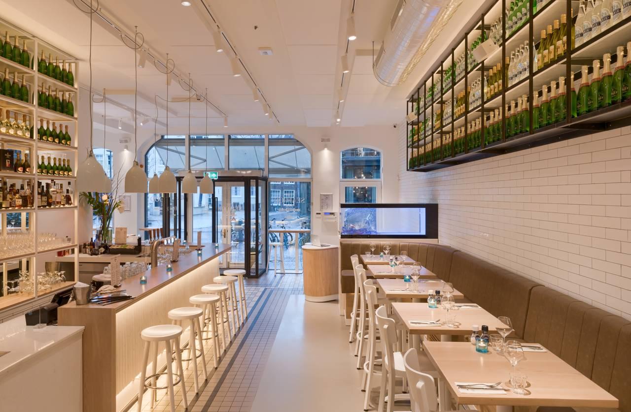 tranquilo-estida-the-seafood-bar-amsterdam-spui-nieuw-2018-tafels