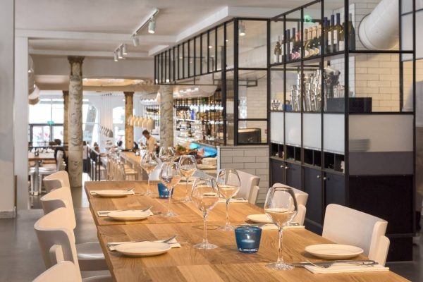 tranquilo-estida-the-seafood-bar-amsterdam-spui-overview-tafel-achter