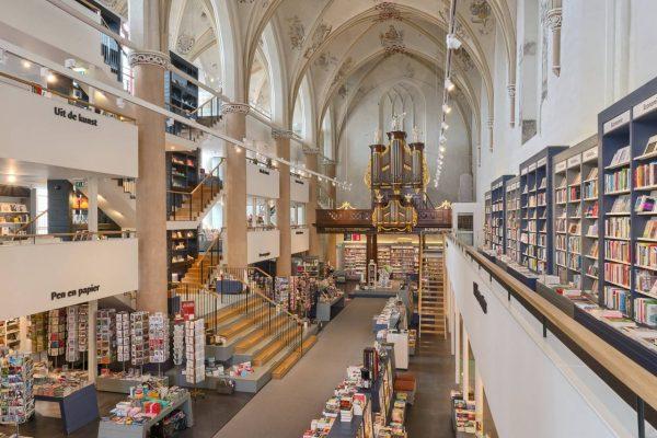 tranquilo-boekhandel-waanders-in-de-broeren-zwolle-kerk